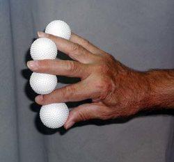 Multiplying White Glitter Balls (Vernet)