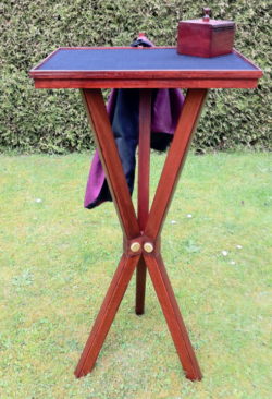 Floating Table Dirk Loasnder - Trinity Table